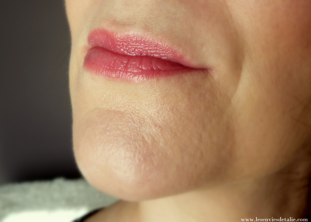Hyaluronic sheer rouge party girl sur mes lèvres
